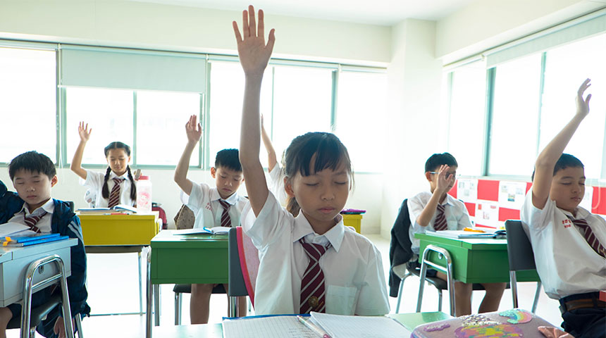 kids in classroom - Durante o Dia o Melhor é o Pestalozzi